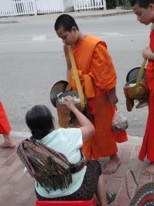 Morning Alms Giving Luang Prabang_1