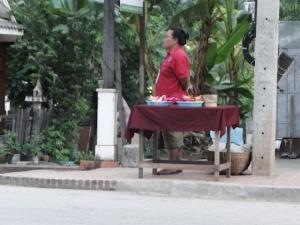 A espera de turistas desavisados para vender guloseimas.
